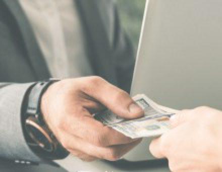 Geldwechselstuben und Geldautomaten